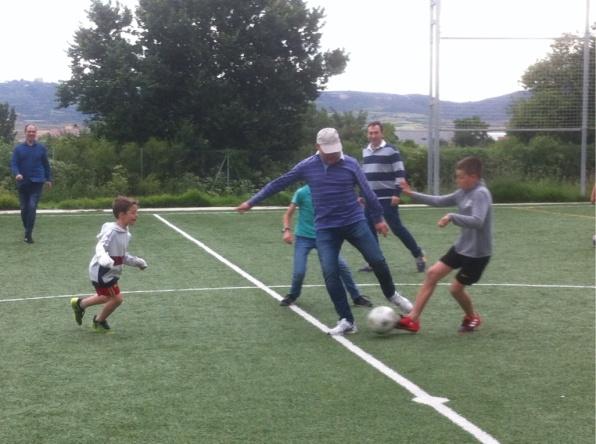 futbol - 3 ninŽos contra padre